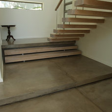 Contemporary Staircase by Stable Marketing cc