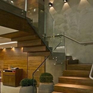Idee per una grande scala sospesa contemporanea con pedata in legno e alzata in legno
