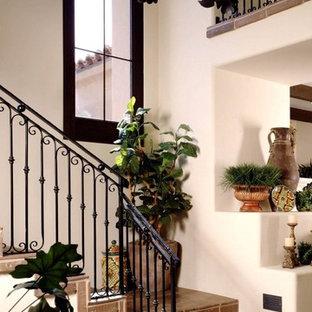 フェニックスのタイルのサンタフェスタイルのおしゃれなかね折れ階段 (金属の蹴込み板) の写真