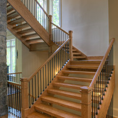tropical staircase by Grainda Builders, Inc.