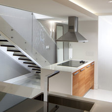 Modern Staircase by RS3 DESIGNS