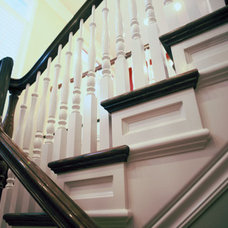 Traditional Staircase by STEVE PERRY'S DESIGN SOLUTIONS & CONSTRUCTION INC.