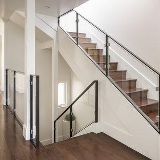 Foto de escalera recta, clásica renovada, de tamaño medio, con escalones de madera y contrahuellas de madera