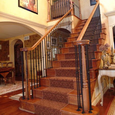 Traditional Staircase by QMA Architects & Planners