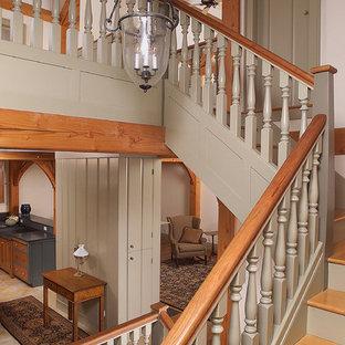 Inspiration pour un escalier traditionnel avec des marches en bois.