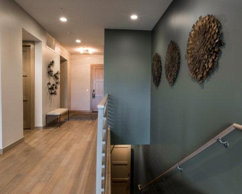 Treppen Mit Beton-Setzstufen Und Gebeizten Holz-Treppenstufen