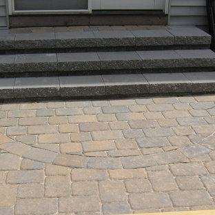 Immagine di una scala a rampa dritta tradizionale con pedata in cemento e alzata in cemento
