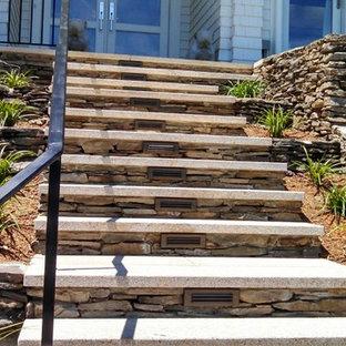 Ejemplo de escalera recta, clásica renovada, de tamaño medio, con contrahuellas de hormigón
