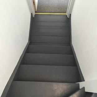 Ejemplo de escalera en U, contemporánea, pequeña, con escalones de madera y contrahuellas de madera