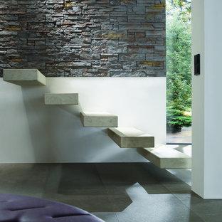 Diseño de escalera suspendida, minimalista, pequeña, con escalones de hormigón