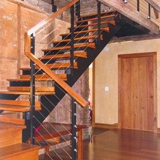 Diseño de escalera en L, moderna, sin contrahuella, con escalones de madera