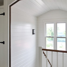 Farmhouse Staircase by de leon & primmer architecture workshop