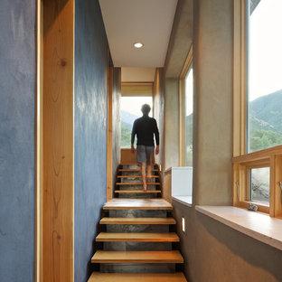 Inspiration för en funkis flytande trappa i trä, med öppna sättsteg