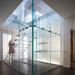 """Idee per una scala a """"U"""" minimalista di medie dimensioni con pedata in vetro e nessuna alzata"""