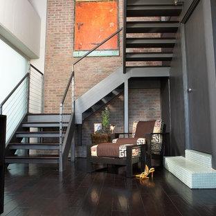 Diseño de escalera en U, industrial, de tamaño medio, sin contrahuella, con escalones de madera