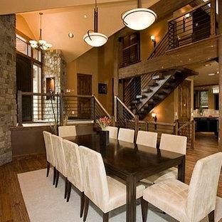 Ejemplo de escalera suspendida, rústica, extra grande, con escalones de madera y contrahuellas de madera