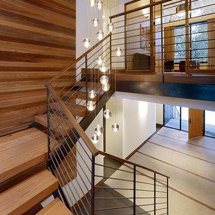 Foto de escalera retro, sin contrahuella, con escalones de madera