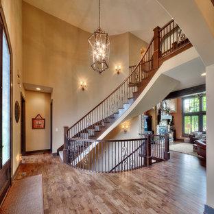カンザスシティの地中海スタイルのおしゃれな階段の写真