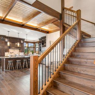 Idéer för en rustik l-trappa i trä, med sättsteg i trä och räcke i trä