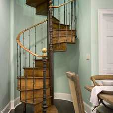 Traditional Staircase by Knotting Hill Interiors