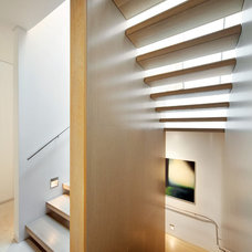 Modern Staircase by Dale Jones-Evans Pty Ltd Architecture
