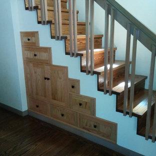 Foto på en mellanstor vintage rak trappa i trä, med sättsteg i trä