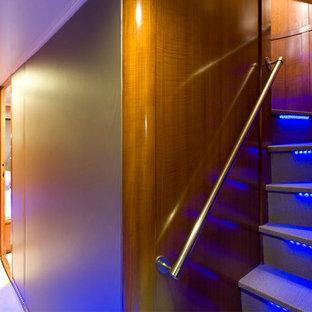 バルセロナの地中海スタイルのおしゃれな階段の写真