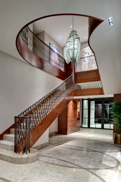 Traditional Staircase by Domiteaux + Baggett Architects, PLLC
