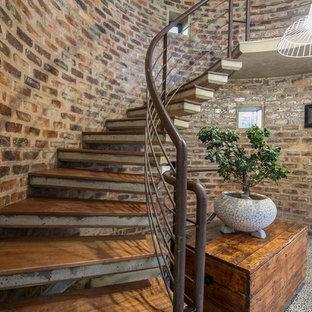 Modelo de escalera suspendida, de estilo de casa de campo, con barandilla de cable