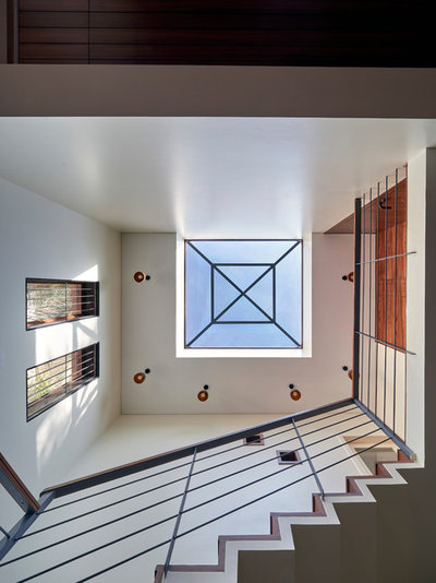 Modern Staircase by Alok Kothari Architects