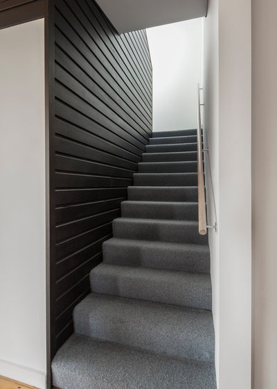 Contemporary Staircase by Poly Studio