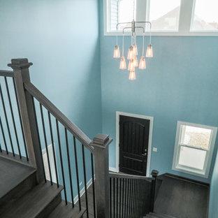 Diseño de escalera en L, campestre, de tamaño medio, con escalones de madera, contrahuellas de madera y barandilla de madera