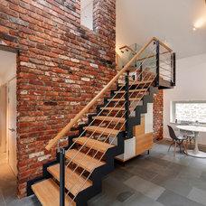 Contemporary Staircase by van Ellen + Sheryn Architects
