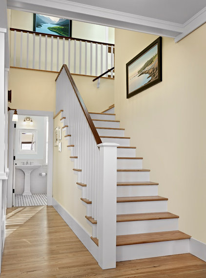 Traditional Staircase by Effect Home Builders Ltd.
