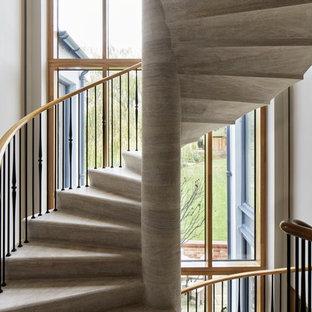 Foto de escalera de caracol, tradicional renovada, con escalones de hormigón, contrahuellas de hormigón y barandilla de varios materiales