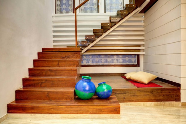 Indian Staircase by Studio An-V-Thot Architects Pvt. Ltd.