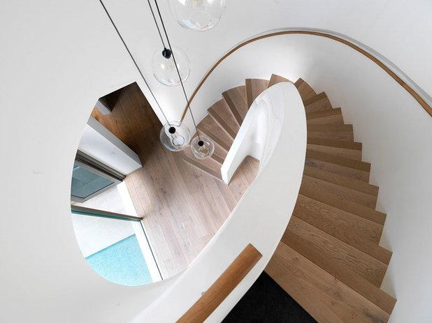 トランジショナル 階段 by Luigi Rosselli Architects