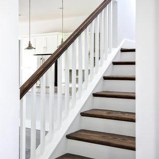 Foto de escalera en L, moderna, de tamaño medio, con escalones de madera y contrahuellas de madera pintada