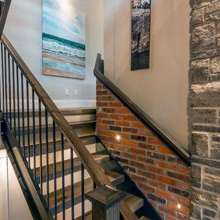 Foto de escalera en U, de estilo americano, grande, sin contrahuella, con escalones de madera