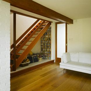 ダブリンの木のモダンスタイルのおしゃれな階段の写真