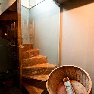 メルボルンの小さい木のコンテンポラリースタイルのおしゃれならせん階段 (木の蹴込み板) の写真
