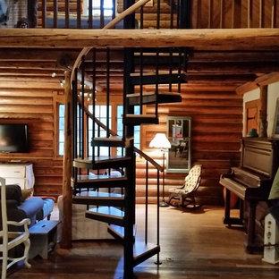 Foto de escalera de caracol, rural, de tamaño medio, sin contrahuella, con escalones de madera