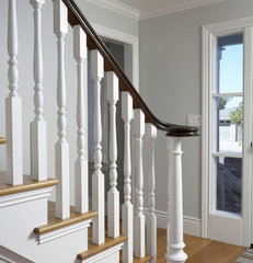 traditional staircase by Mahoney Architects & Interiors