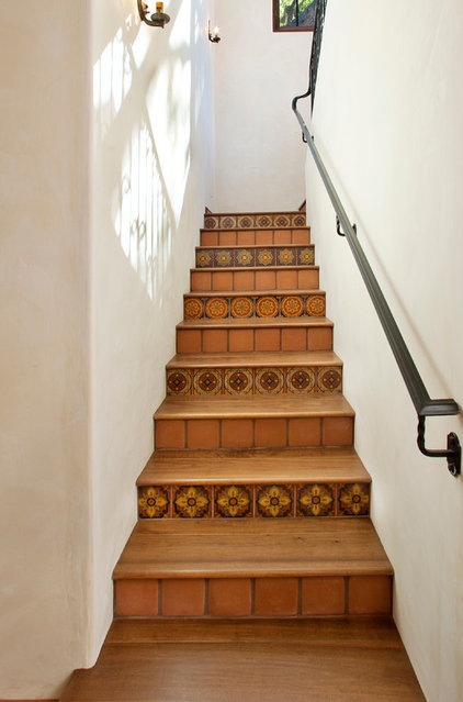 Mediterranean Staircase by Keeping Interiors