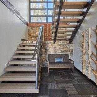 Ejemplo de escalera en U, contemporánea, grande, sin contrahuella, con barandilla de metal y escalones de madera