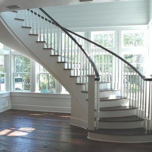 マイアミのトラディショナルスタイルのおしゃれな階段の写真