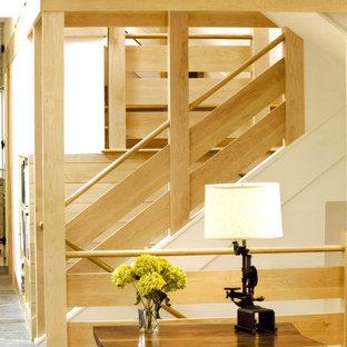 Modelo de escalera de caracol, de estilo americano, grande, con escalones de madera y contrahuellas de madera