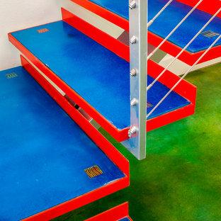 Diseño de escalera suspendida, ecléctica, de tamaño medio, sin contrahuella, con escalones de hormigón
