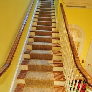 """Ispirazione per una scala a """"L"""" con pedata in legno e alzata in legno"""