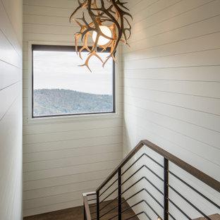 На фото: п-образная лестница среднего размера в стиле модернизм с деревянными ступенями и металлическими перилами без подступенок с